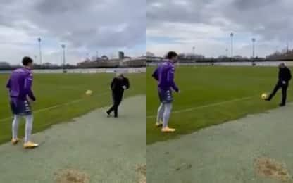 Commisso palleggia con Vlahovic a fine allenamento