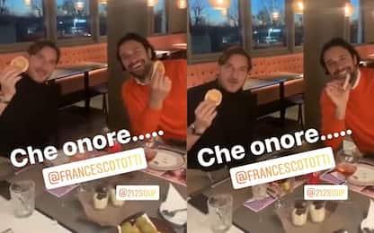 Totti e Toni, campioni del mondo a tavola. VIDEO