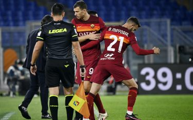 Roma's Borja Mayoral (R) substitutes Edin Dzeko (L) during the Serie A soccer match between AS Roma and Benevento at the Olimpico stadium in Rome, Italy, 18 October 2020. ANSA/RICCARDO ANTIMIANI