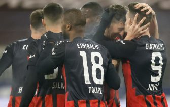 epa08944601 Frankfurt's Luka Jovic (R) celebrates with teammates after scoring the 3-1 lead during the German Bundesliga soccer match between Eintracht Frankfurt and FC Schalke 04 in Frankfurt, Germany, 17 January 2021.  EPA/RONALD WITTEK / POOL CONDITIONS - ATTENTION: The DFL regulations prohibit any use of photographs as image sequences and/or quasi-video.