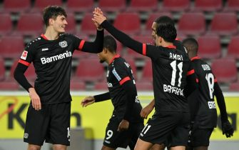 epa08888774 Leverkusen's Patrik Schick (L) celebrates with teammates after scoring the 3-0 lead during the German Bundesliga soccer match between 1. FC Koeln and Bayer Leverkusen in Cologne, Germany, 16 December 2020.  EPA/SASCHA STEINBACH / POOL CONDITIONS - ATTENTION: The DFL regulations prohibit any use of photographs as image sequences and/or quasi-video.
