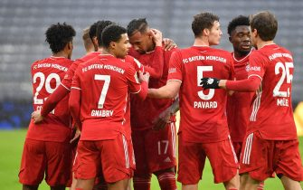 firo: 30.01.2021 football, 1. Bundesliga, season 2020/2021, FC Bayern Munich Muenchen - TSG Hoffenheim 4: 1 collective goaljubel for Jerome BOATENG (FC Bayern Munich), after goal to 1-0 with Kingsley COMAN (FC Bayern Munich ), Serge GNABRY (FC Bayern Munich), Benjamin PAVARD (FC Bayern Munich), Alphonso DAVIES (FC Bayern Munich), Thomas MUELLER (MULLER, FC Bayern Munich), jubilation, joy, enthusiasm, Photo: Sven Simon / Pool / via firo Sportphoto | usage worldwide