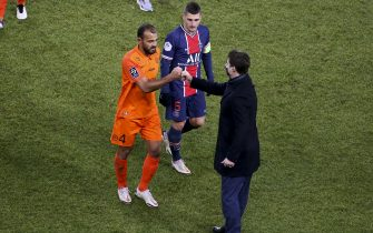 Coach of PSG Mauricio Pochettino salutes Vitorino Hilton of Montpellier, Marco Verratti of PSG following the French championship Ligue 1 football match between Paris Saint-Germain (PSG) and Montpellier HSC (MHSC) on January 22, 2021 at Parc des Princes stadium in Paris, France - Photo Jean Catuffe / DPPI / LiveMedia