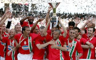 20060514- BARI - SPR- REGGINA-JUVENTUS. L' esultanza dei giocatori della Juventus dopo aver vinto lo scudetto.    ETTORE FERRARI / ANSA /FRR