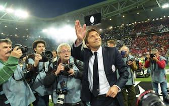 "Juventus' coach Antonio Conte celebrates the ""scudetto"" (Italian soccer championship trophy) prior the Italian Serie A soccer match Juventus FC vs Atalanta BC at the Juventus Stadium in Turin, Italy, 05 May 2014.ANSA/ANDREA DI MARCO"
