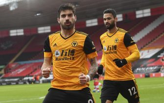 epa09012130 Ruben Neves (L) of Wolverhampton celebrates after scoring the 1-1 equalizer from the penalty spot during the English Premier League soccer match between Southampton FC and Wolverhampton Wanderers in Southampton, Britain, 14 February 2021.  EPA/Andy Rain / POOL EDITORIAL USE ONLY. No use with unauthorized audio, video, data, fixture lists, club/league logos or 'live' services. Online in-match use limited to 120 images, no video emulation. No use in betting, games or single club/league/player publications.