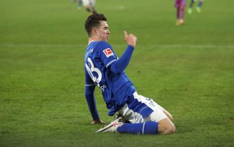 epa08928677 Matthew Hoppe of FC Schalke 04 celebrates after scoring their team's third goal during the Bundesliga match between FC Schalke 04 and TSG Hoffenheim at Veltins-Arena in Gelsenkirchen, Germany, 09 January 2021.  EPA/LARS BARON / POOL DFL regulations prohibit any use of photographs as image sequences and/or quasi-video.