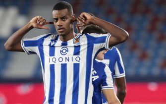 Alexander Isak of Real Sociedad celebrate after scoring the 0-1 goal with his teammate  during Spanish LaLiga match between  Levante UD  and Real Sociedad  at Ciutat de Valencia   Stadium Valencia, Valencia, on December  19, 2020.