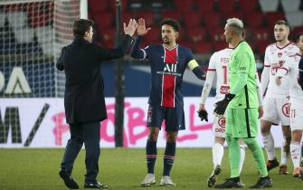 Coach of PSG Mauricio Pochettino salutes Marquinhos, goalkeeper of PSG Keylor Navas following the French championship Ligue 1 football match between Paris Saint-Germain (PSG) and Stade Brestois 29 on January 9, 2021 at Parc des Princes stadium in Paris, France - Photo Jean Catuffe / DPPI / LM