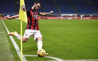MILAN, ITALY - November 08, 2020: Hakan Calhanoglu of AC Milan takes a corner kick during the Serie A football match between AC Milan and Hellas Verona. The match ended 2-2 tie. (Photo by Nicolò Campo/Sipa USA)