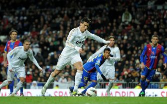 MADRID, SPAIN - FEBRUARY 12: Cristiano Ronaldo of Real Madrid scores from the penalty spot during the la Liga match between Real Madrid and Levante at Estadio Santiago Bernabeu on February 12, 2012 in Madrid, Spain.  (Photo by Jasper Juinen/Getty Images)