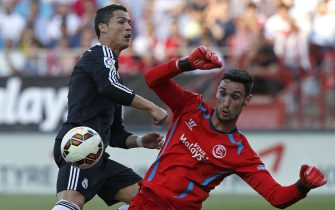 Sevilla Fc's goalkeeper Sergio Rico (R) fights for the ball with Portuguese striker Cristiano Ronaldo (L) of Real Madrid during their Primera Division soccer match played at Sanchez Pizjuan stadium in Seville, Andalusia, Spain on 02 May 2015. EFE/Julio Munoz