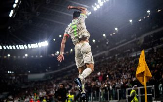Juventus' Portuguese forward Cristiano Ronaldo celebrates scoring his team's second goal during the Italian Serie A football match between Juventus and Genoa on October 30, 2019 at the 'Allianz Stadium' in Turin. (Photo by MARCO BERTORELLO / AFP) (Photo by MARCO BERTORELLO/AFP via Getty Images)