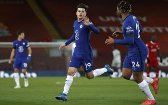 epa09052421 Chelsea's Mason Mount (L) celebrates with Reece James (R) after scoring the 0-1 lead during the English Premier League soccer match between Liverpool FC and Chelsea FC in Liverpool, Britain, 04 March 2021.  EPA/Phil Noble / POOL EDITORIAL USE ONLY. No use with unauthorized audio, video, data, fixture lists, club/league logos or 'live' services. Online in-match use limited to 120 images, no video emulation. No use in betting, games or single club/league/player publications.
