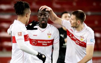 epa08942586 Stuttgart's Silas Wamangituka (C) celebrates with his teammates after scoring the 2-2 equalizer from the penalty spot during the German Bundesliga soccer match between VfB Stuttgart and Borussia Moenchengladbach in Stuttgart, Germany, 16 January 2021.  EPA/RONALD WITTEK / POOL CONDITIONS - ATTENTION: The DFL regulations prohibit any use of photographs as image sequences and/or quasi-video.