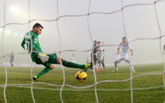 Midfielder of Catania Sebastian Leto scores the 2-1 goal during Italian Serie A soccer match between Atalanta-Catania   at Atleti Azzurri d'Italia Stadium at Bergamo  12 January  2014ANSA/PAOLO MAGNI
