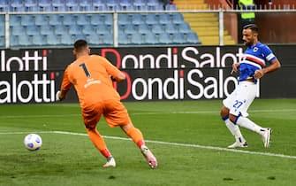Sampdoria's Fabio Quagliarella (R) scores the goal during the Italian Serie A soccer match between UC Sampdoria vs Benevento Calcio at the Luigi Ferraris stadium in Genoa, Italy 26 september 2020ANSA/LUCA ZENNARO
