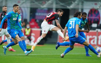 Milan-Sassuolo 1-0 LIVE: magia di Calhanoglu