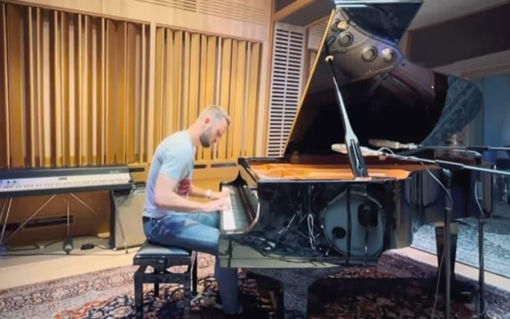 De Vrij suo social mostra una delle sue passioni: il pianoforte