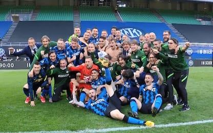 """""""Siamo noi..."""", cori scudetto in campo per l'Inter"""
