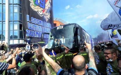 Cori e fumogeni a San Siro, che festa per l'Inter!