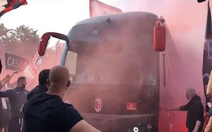 Partenza per Torino, 1500 tifosi a Milanello