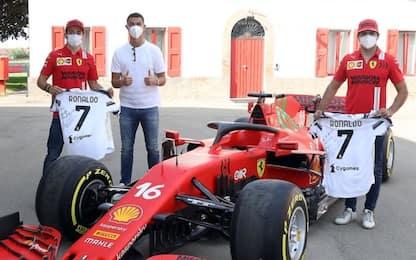 Ronaldo visita Maranello, maglie a Leclerc e Sainz