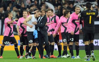 """Players of Juventus with their head coach, Italian Antonio Conte (C), celebrate the victory at the end of the Italian Serie A soccer match Juventus FC vs SSC Napoli at """"Juventus Stadium"""" in Turin, Italy on 01 April 2012.ANSA/DI MARCO"""