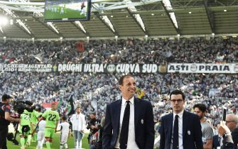 Juventus' coach Massimiliano Allegri looks on prior the Italian Serie A soccer match Juventus FC vs FC Crotone at the Juventus Stadium in Turin, Italy, 21 May 2017.ANSA/ANDREA DI MARCO