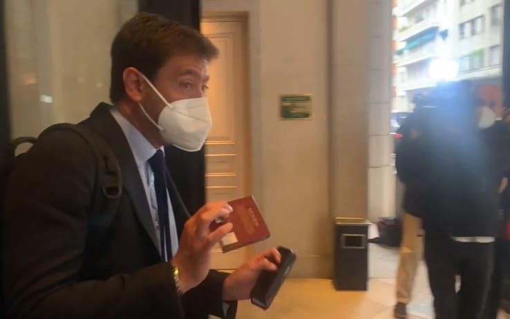 Andrea Agnelli lascia Palazzo Parigi a Milano, prima della riunione informale fra i club di A