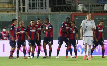 Il Crotone vince e supera il Parma: Verona ko 2-1