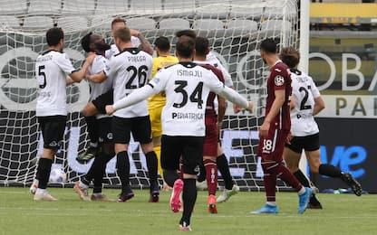 Doppietta Nzola, lo Spezia è salvo: Torino ko 4-1