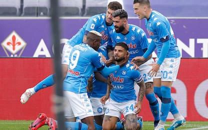 Il Napoli vince ancora, 2-0 alla Viola: è terzo