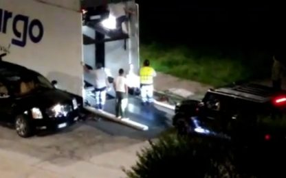 CR7 trasloca le auto dalla casa di Torino. VIDEO