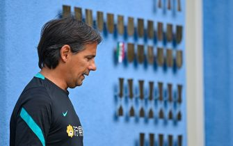 COMO, ITALY - JULY 08: Head Coach Simone Inzaghi of FC Internazionale arrives before the training session at Appiano Gentile on July 08, 2021 in Como, Italy. (Photo by Mattia Ozbot/Inter via Getty Images)