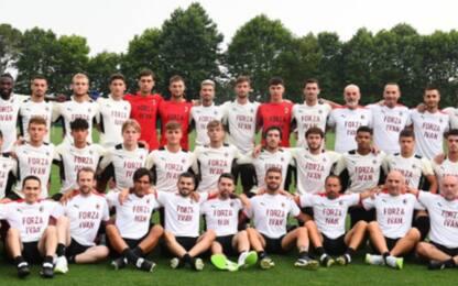 """Milan, una maglia per Gazidis: """"Forza Ivan"""". FOTO"""