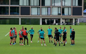 COMO, ITALY - JULY 26: Players of FC Internazionale Milano during the FC Internazionale training session at the club's training ground Suning Training Center at Appiano Gentile on July 26, 2021 in Como, Italy. (Photo by Mattia Ozbot - Inter/Inter via Getty Images)