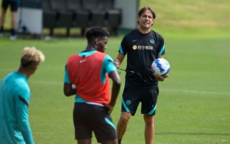 COMO, ITALY - JULY 26: Head Coach Simone Inzaghi of FC Internazionale gesture during the FC Internazionale training session at the club's training ground Suning Training Center at Appiano Gentile on July 26, 2021 in Como, Italy. (Photo by Mattia Ozbot - Inter/Inter via Getty Images)