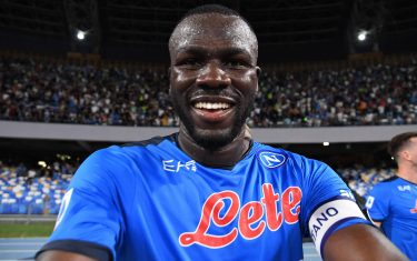 NAPLES, ITALY - SEPTEMBER 11: Kalidou Koulibaly of Napoli celebrates after scoring the first goal of Napoli during the Serie A match between SSC Napoli and Juventus at Stadio Diego Armando Maradona on September 11, 2021 in Naples, Italy. (Photo by SSC NAPOLI/SSC NAPOLI via Getty Images)