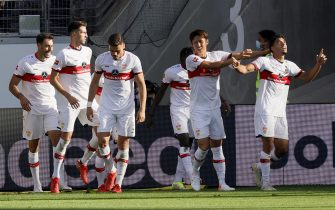 epa09463826 Stuttgart's Omar Marmoush (R) celebrates with teammates after scoring the 1-1 equalizer during the German Bundesliga soccer match between Eintracht Frankfurt and VfB Stuttgart in Frankfurt, Germany, 12 September 2021.  EPA/RONALD WITTEK CONDITIONS - ATTENTION: The DFL regulations prohibit any use of photographs as image sequences and/or quasi-video.