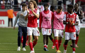 Wout Faes of Reims and teammates salute the supporters following the French championship Ligue 1 football match between Stade de Reims and FC Nantes (FCN) on September 26, 2021 at Stade Auguste Delaune in Reims, France - Photo: Jean Catuffe/DPPI/LiveMedia