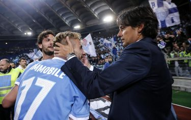 SS Lazio's head coach Simone Inzaghi, right, celebrate with Ciro Immobile, left, to qualify for the Italy Cup's final at the end of the second leg semifinal soccer lost 2-3 against AS Roma at Olimpico stadium in Rome, Italy, 04 April 2017. ANSA/ANGELO CARCONI