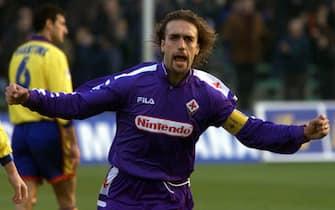 5/11/98 Firenze: L'esultanza di Batistuta dopo aver segnato il gol della Fiorentina. Foto Marco Bucco.