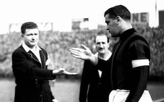 ©Silvio Durante/LapresseArchivio storicoTorino 13-03-1955Torino-Milannella foto: i due capitani Gunnar Nordhal, del Milan, e Molino, del Toro, al sorteggio del campoNEG- 72227