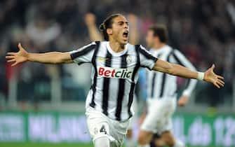 Martin Caceres della Juventus esulta dopo aver realizzato il goal del vantaggio della Juventus contro l'Inter allo Juventus stadium, 25 marzo 2012. ANSA/ ALESSANDRO DI MARCO