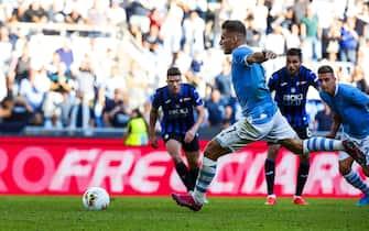 Lazio's Ciro Immobile scores on penalty the 3-3 goal during the Italian Serie A soccer match SS Lazio vs Atalanta BC at Olimpico stadium in Rome, Italy, 19 October 2019. ANSA/ANGELO CARCONI