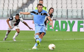 Lazio's Ciro Immobile scores the goal (2-1) during the italian Serie A soccer match Juventus FC vs SS Lazio at the Allianz stadium in Turin, Italy, 20 July 2020 ANSA/ ALESSANDRO DI MARCO