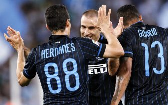FC Inter Hernanes (L) celebrates with Rodrigo Palacio after scoring the 1-1 during the Serie A soccer match between SS Lazio and FC Inter at the Olimpico stadium in Rome, Italy, 10 May 2015.  ANSA/RICCARDO ANTIMIANI
