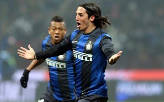 Inter Milan Argentinian midfielder Ezequiel Matias Schelotto (R) celebrates with teammate Guarin after scoring a 1-1 goal during the Serie A soccer match between Inter Milan and AC Milan at the Giuseppe Meazza stadium in Milan, Italy, 24 February 2013. ANSA/MATTEO BAZZI