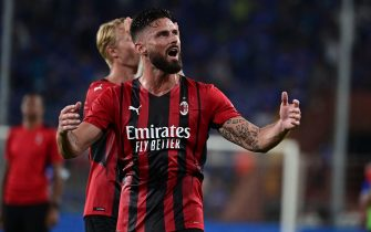 AC Milan's French forward Olivier Giroud gestures at supporters at the end of the Italian Serie A football match between Sampdoria and AC Milan at the Luigi Ferraris stadium in Genova on August 23, 2021. (Photo by MIGUEL MEDINA / AFP)